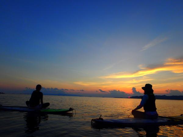 【石垣島・名蔵湾】夕日と星を見ながらSUPヨガ体験!送迎付き