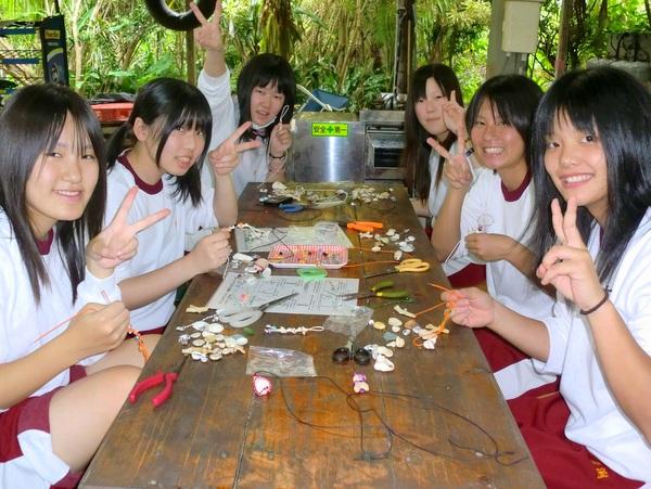 ビーチコーミングとマリンクラフト体験♪宜野座村【夢の扉楽園王国】