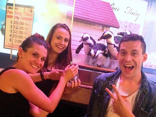 (飲み放題)本物のペンギン達と本格的なバータイムが楽しめる! ペンギンのいるダイニングバー沖縄 那覇市松山