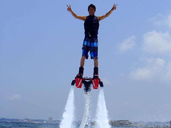 沖縄フライボードで空を飛ぼう♪宜野湾トロピカルビーチ